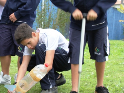 Ensino Fundamental realiza lançamento de foguetes