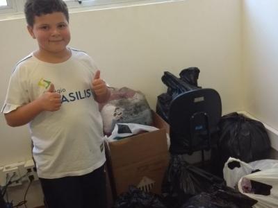Aluno coleta centenas de agasalhos para doação