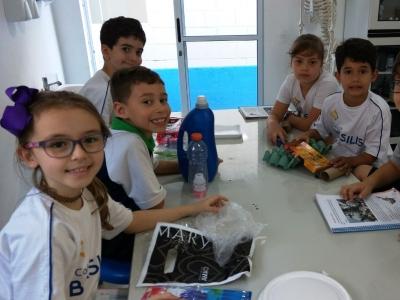 Laboratório de Ciências recebe aula sobre misturas