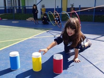 Atividade de psicomotricidade, cores e formas geométricas